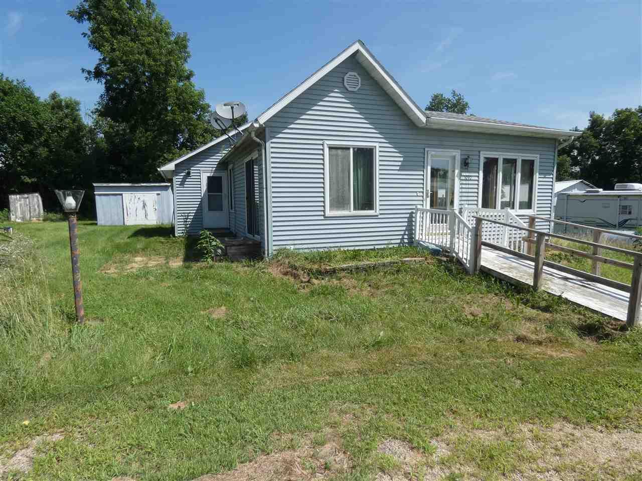 1090 Pine St, Mifflin, WI