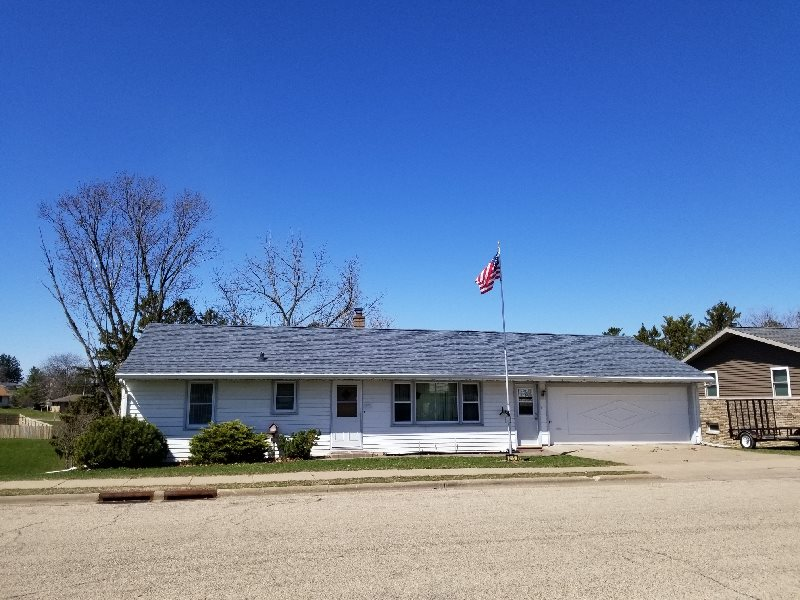 215 2nd St, Dickeyville, WI