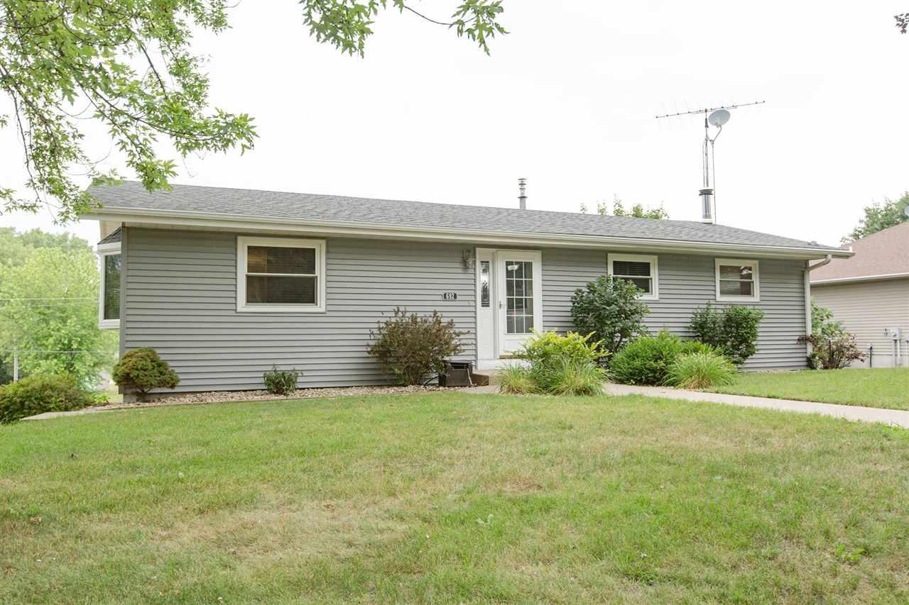 692 Maryville Heights Dr, Jamestown, WI