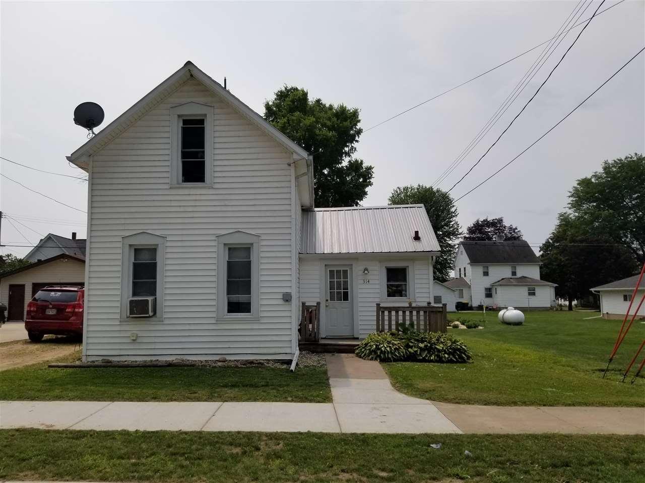 314 W Bluff St, Cassville, WI